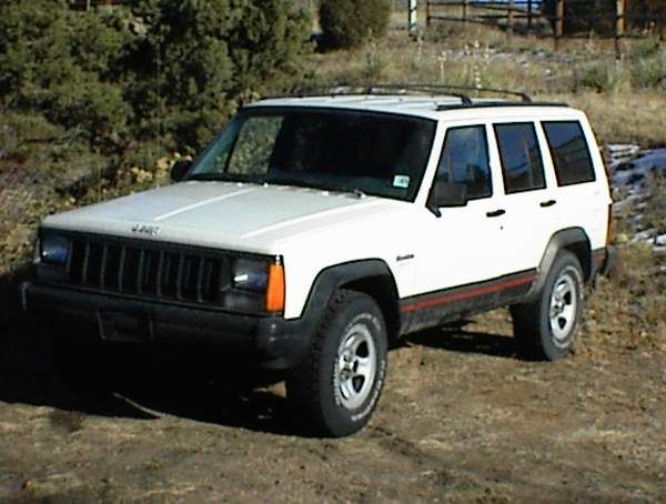 My 96 Cherokee Sport A Few Days After Buying Her That Is Stock With 235 75r15 Bfg All Terrains On Factory 15x7 Rims Jeep Cherokee Sport Cherokee Sport Jeep