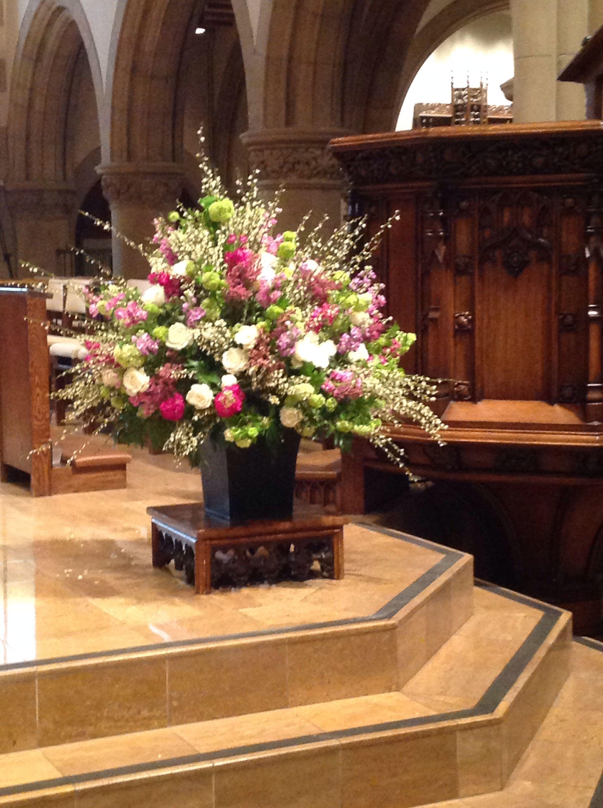 Pin By Karen Vail Smith On Church Flowers All Saints Pasadena Church Decor Altar Arrangement Mothers Day Decor