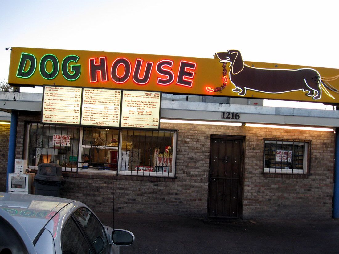 Pin By Becky Scully On Sign Of The Times Dog Houses Hot Dogs Dogs