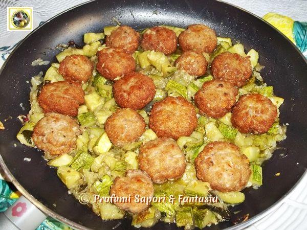 Polpette e zucchine in padella con cipolla yum yum food for Cucinare zucchine in padella