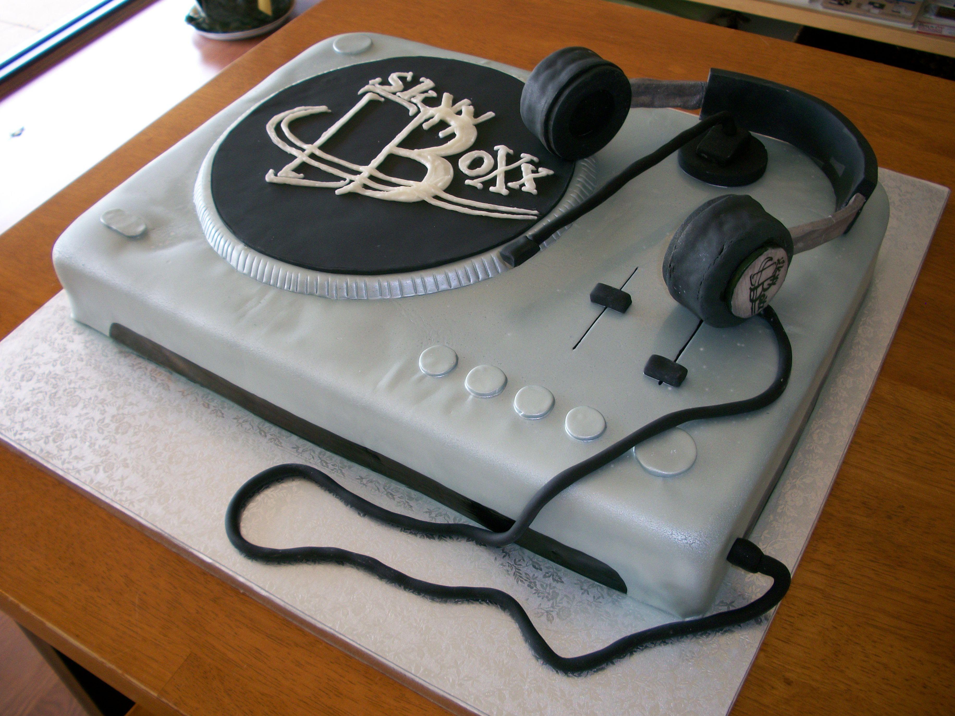 DJ set DJ theme party Pinterest Dj Dj cake and Birthday cakes