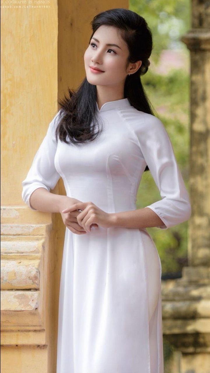 Vietnamese long dress | Phụ nữ, Sản phẩm làm đẹp, Áo dài
