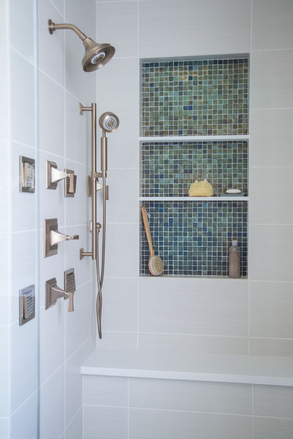 11 spectacular shampoo niches to inspire the design of for Design your own bathroom tiles