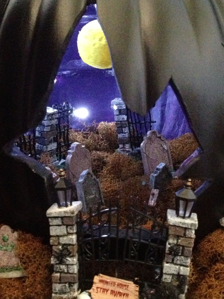 cemetery haunted house pumpkin diorama using artificial pumpkin - Halloween Diorama Ideas