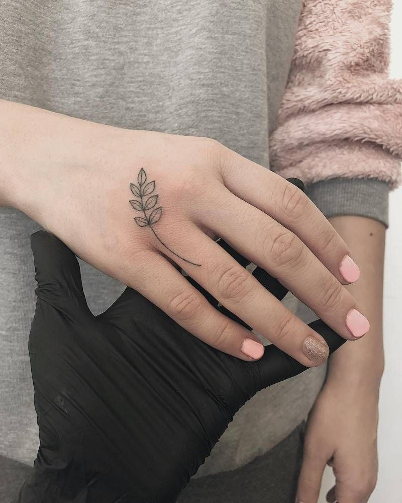 Small Leaves Tattoo On The Right Hand Hand Tattoos For Women Hand Tattoos Chic Tattoo