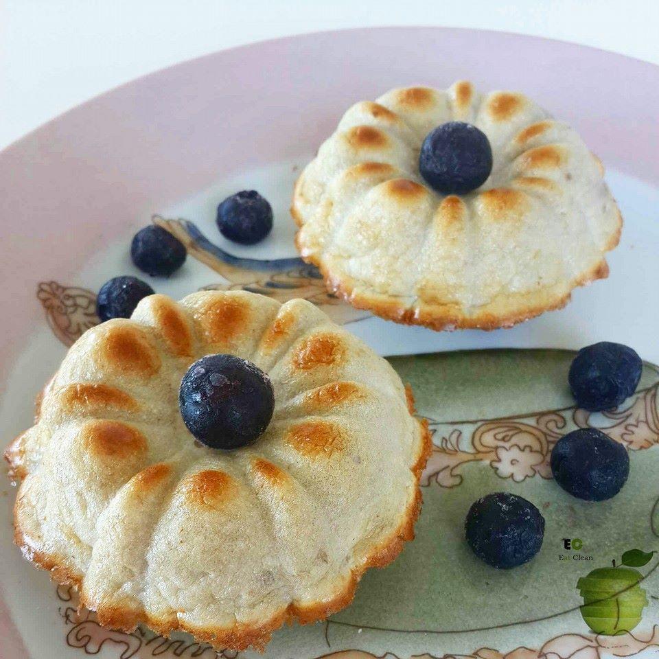 MINI BUDIN DE MANZANA 3 claras   1/4 taza de avena   1/2 manzana verde rallada   escencia de vainlla  3 sobres de sucaryl amarillo  un toque de canela  una cdita de vinagre de manzana  una cdita de polvo para hornear   ➡ Precalentar horno a 180°.  ➡ Licuar todos los ingredientes menos la manzana rallada. ➡ Agregar la manzana rallada. ➡ Llevar la mezcla a molde (si no es de silicona engrasar previamente) ➡ Hornear por 30 min aprox.