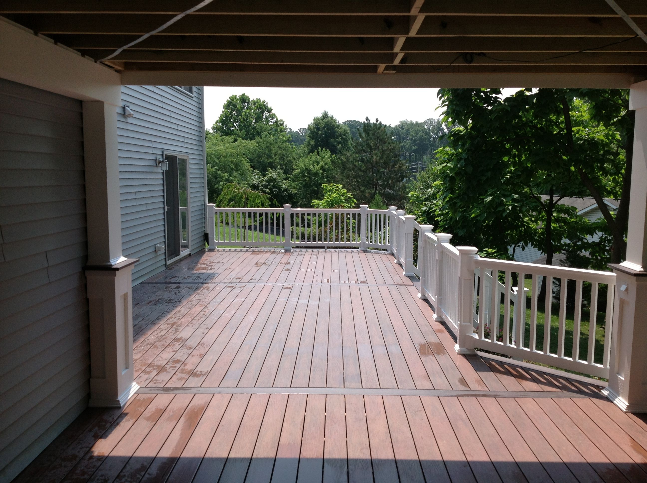 Vinyl deck with wolf pvc decking using amberwood flooring with rosewood border and white pvc railing