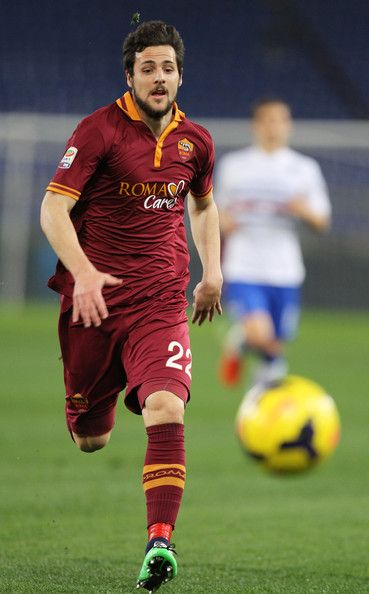 Pin By Justin Lui On Soccer As Roma Sport Soccer Soccer