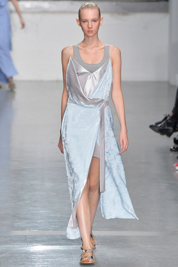 See the Richard Nicoll Spring 2015 collection on Vogue.com.