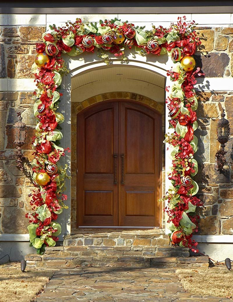 52 Beautiful Front Door Decorations And Designs Ideas: ... Christmas Paper Garland, Garland Christmas Ligh…