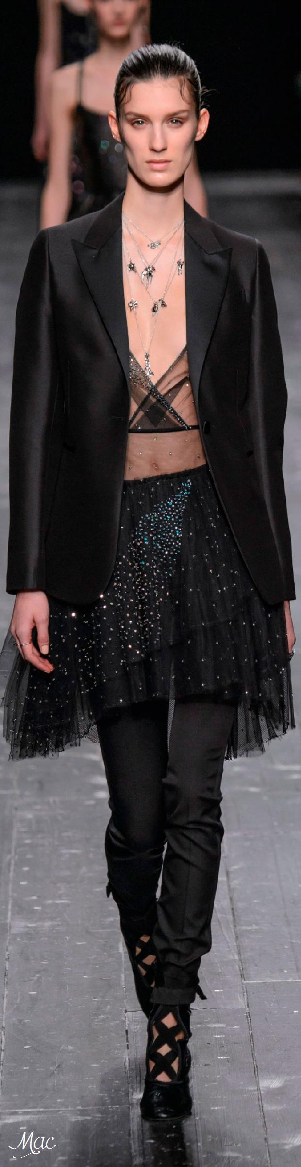 Fall 2016 Ready-to-Wear Valentino
