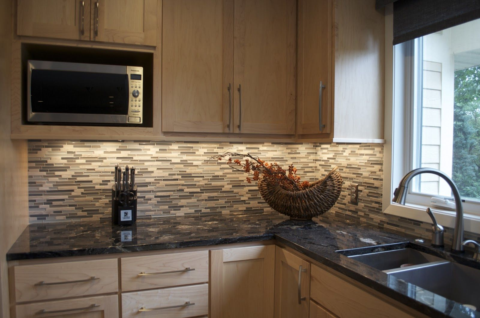 maple cabinet backsplash - Google Search | Modern kitchen ... on Backsplash Maple Cabinets With Black Countertops  id=34258