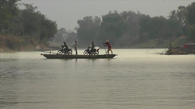 Phnom Penh, Battambang, Angkor ... Journey to discover Cambodia.Material: Gopro HD2Phnom Penh, Battambang, Angkor...  Voyage à la découverte du Cambodge. 02/2012