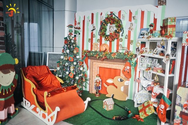 Reeb S Santa S Toy Factory Themed Party 1st Birthday Factory Decor Party Themes Santas Workshop