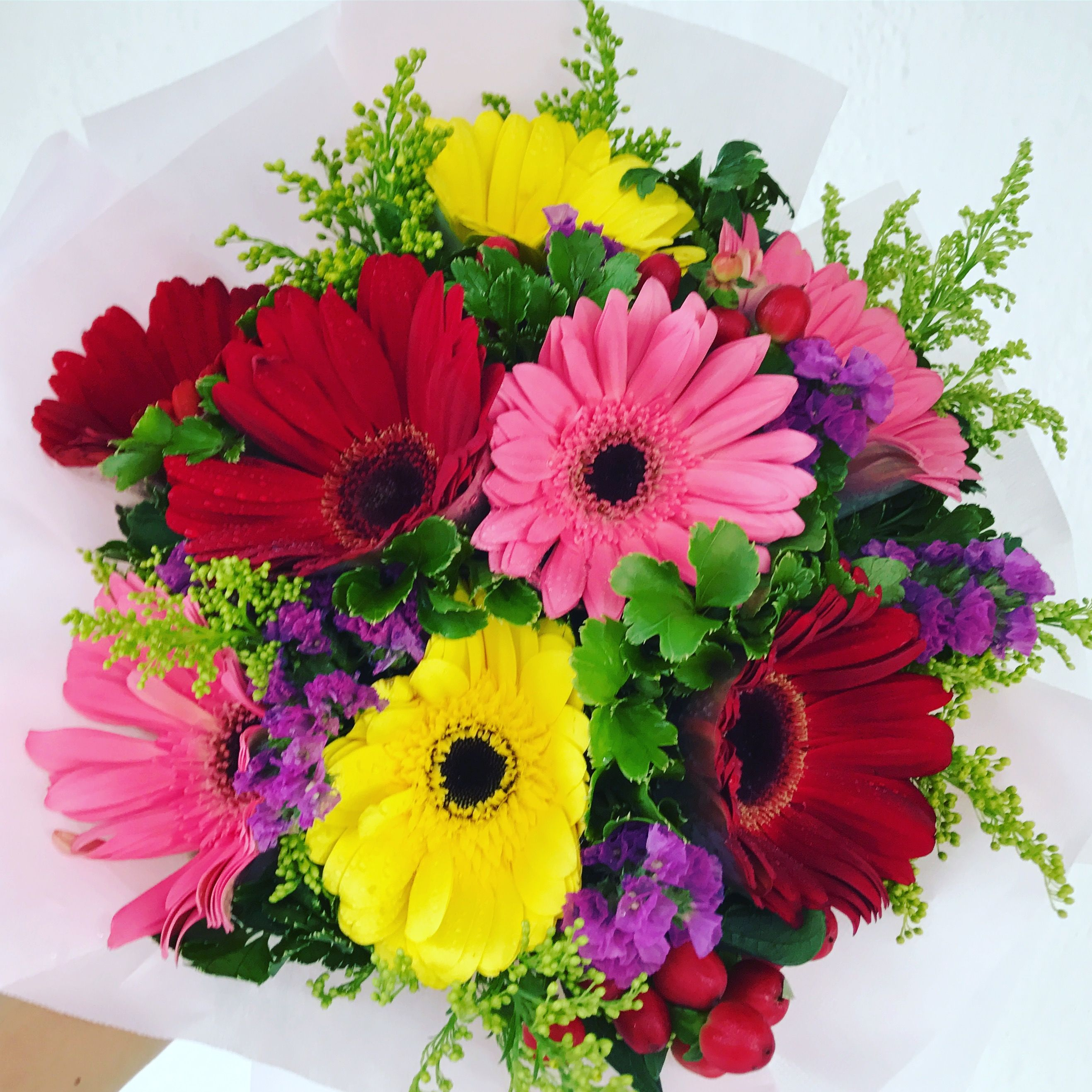 Send flowers and send a smile! Discover fresh flowers