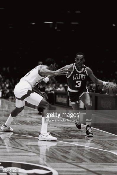 Fotografia de notícias : Dennis Johnson of the Boston Celtics brings the...