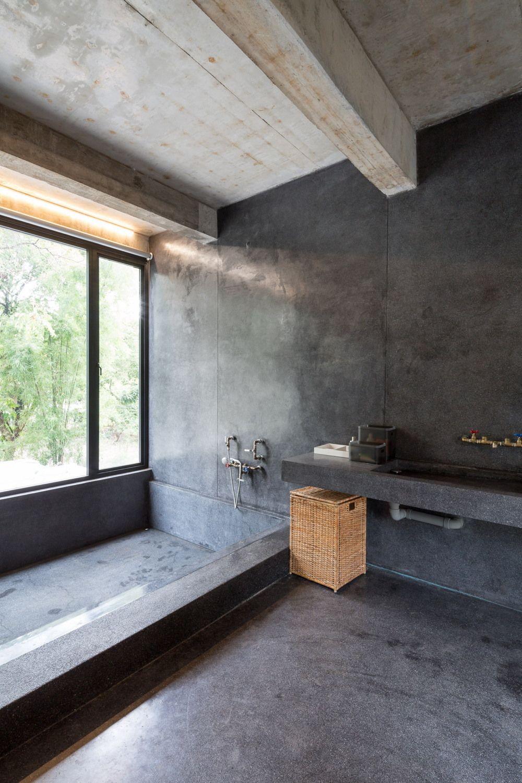Enklave Aus Beton Und Freiraum Wohnhaus Von So Architects In Chiangmai In 2020 Beton Badezimmer Design Fur Zuhause Badezimmer Renovieren