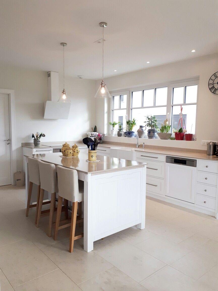 Plan Travail En Quartz cuisine en frêne laquée blanc. plan de travail en quartz