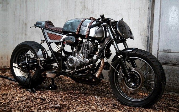 """Beautiful and extraordinary custom Kawasaki Eliminator Cafe Racer built by Motokraft from India as a tribute to """"The Doctor"""", mr. Valentino Rossi."""