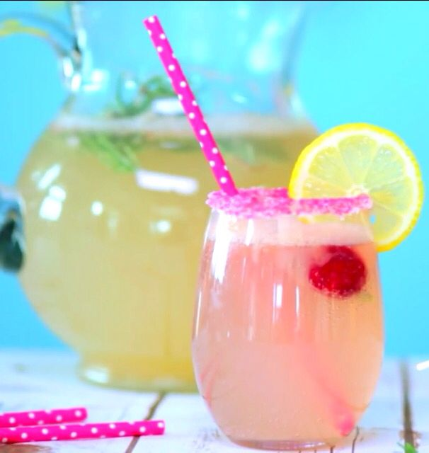 Pink limonade grapefruit spitzer  - club soda - 2 + 1/2 grapefruit - 10 lemons - 7 + 1/2 Tsp sugar