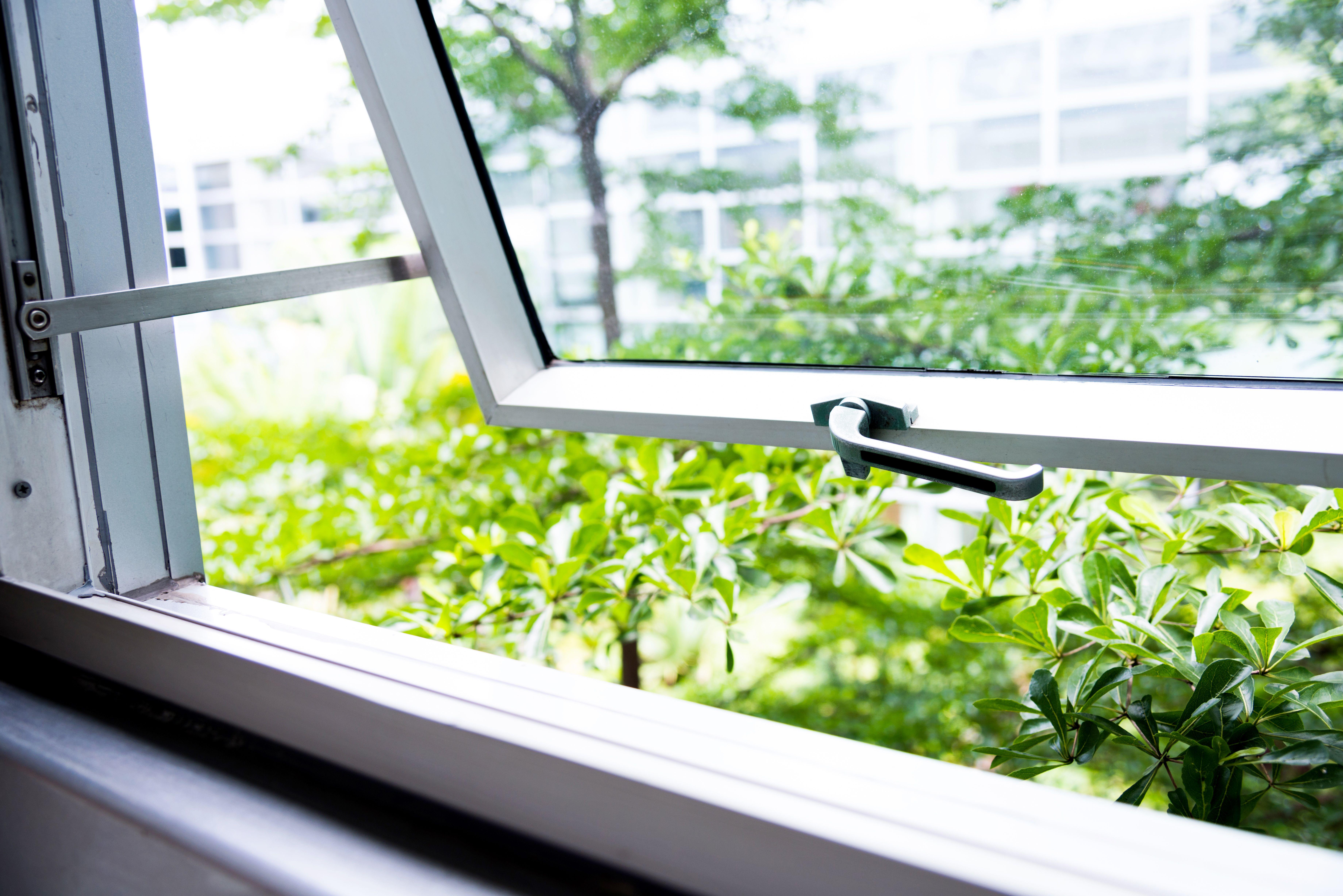 Cooeling Bedroom In Heatwave Single Hung Windows Windows Windows Doors