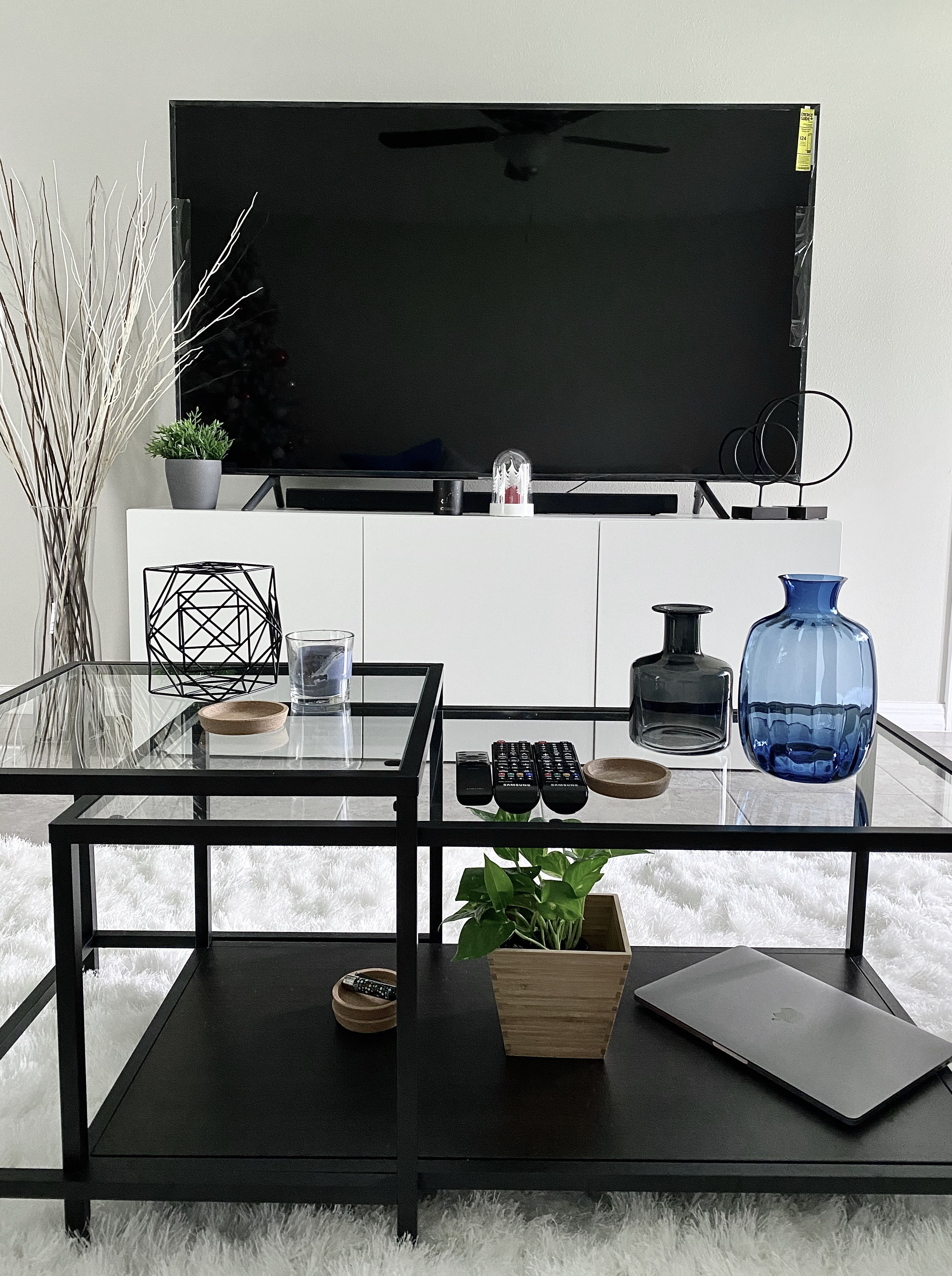 Professional Room Designer: This Decor Is A Modern And Minimalist Design. It Is Budget