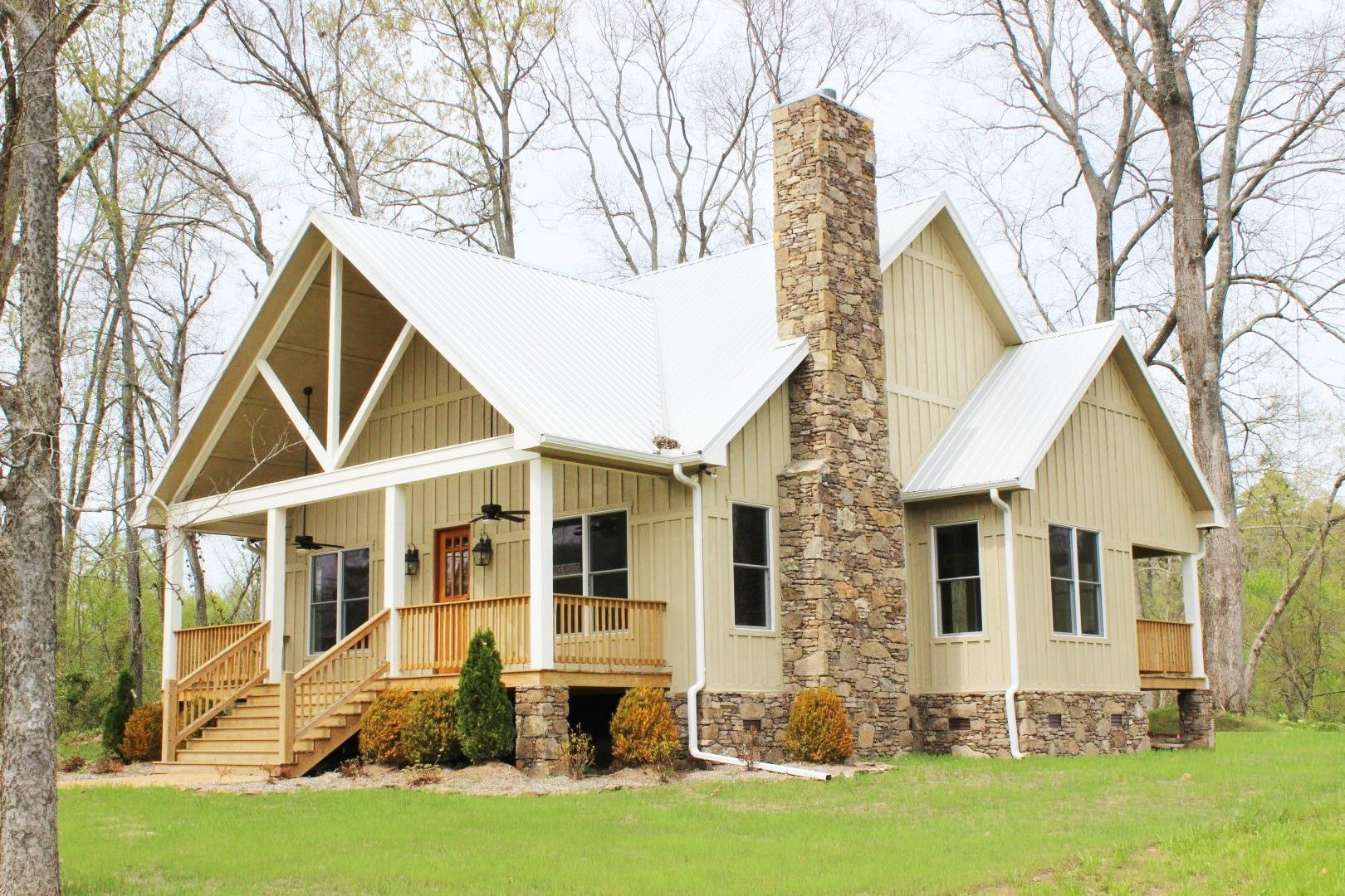 Plan 68400VR: Cottage Escape with 3 Master Suites