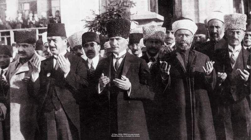 Atatürk'ün Dua Ederken Çekilen 6 Fotoğrafı | Fotoğraf, Resimler, Din