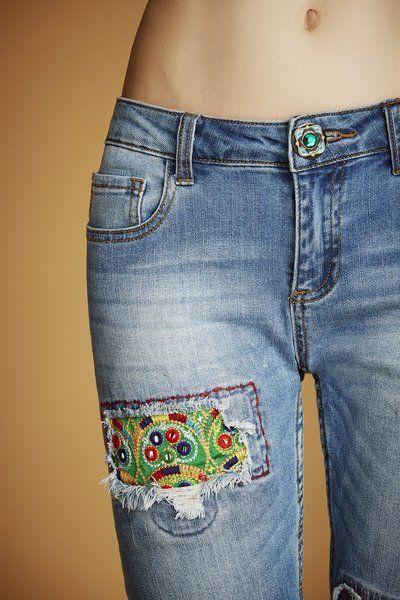 75e5f1a85a2 Resultado de imagen de desigual jeans. Jean slim avec miroirs Desigual.  Découvre la collection printemps-été 2016 !