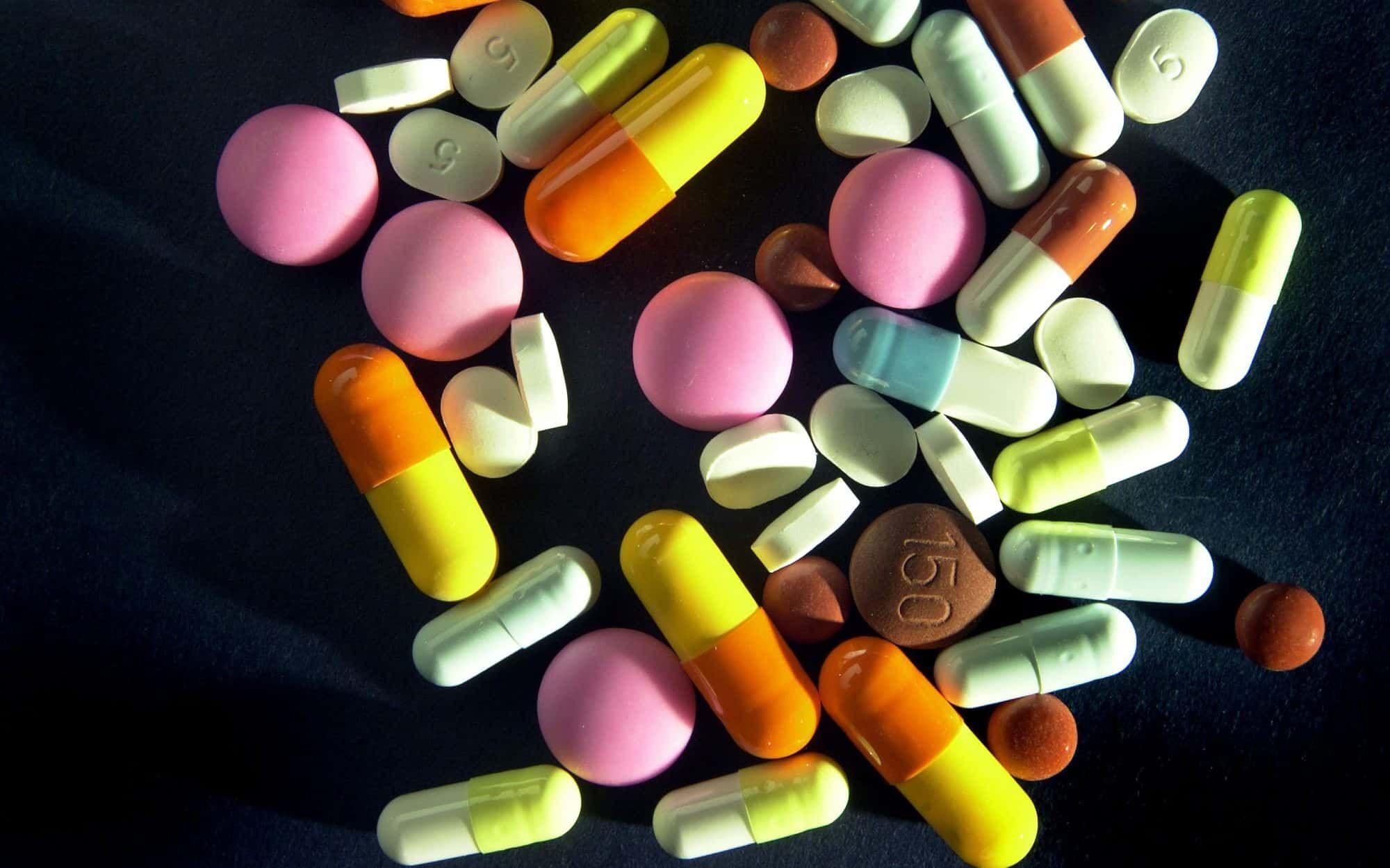 فائدة ومكنونات فيتامين Centrum موسوعة Pills Pharmacy Medicine