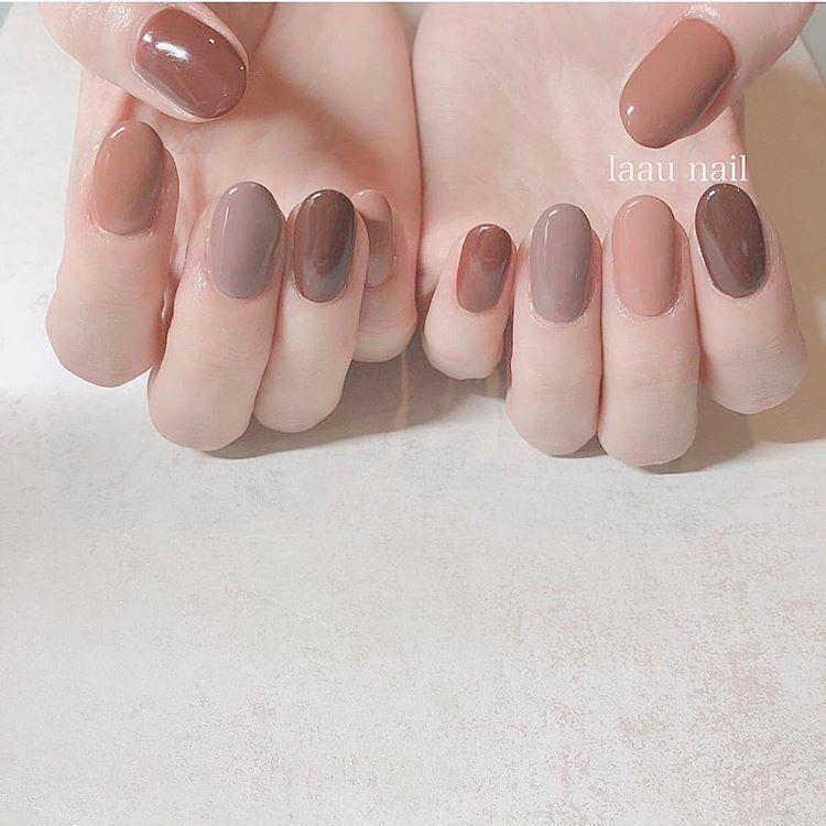 nailpic ネイルピック さんはinstagramを利用しています おすすめワンカラーネイル50選 シンプルなのにオシャレに見える フレンチネイル シンプルなのに凝ったように 見えるおすすめ multicolored nails manicure minimal nails