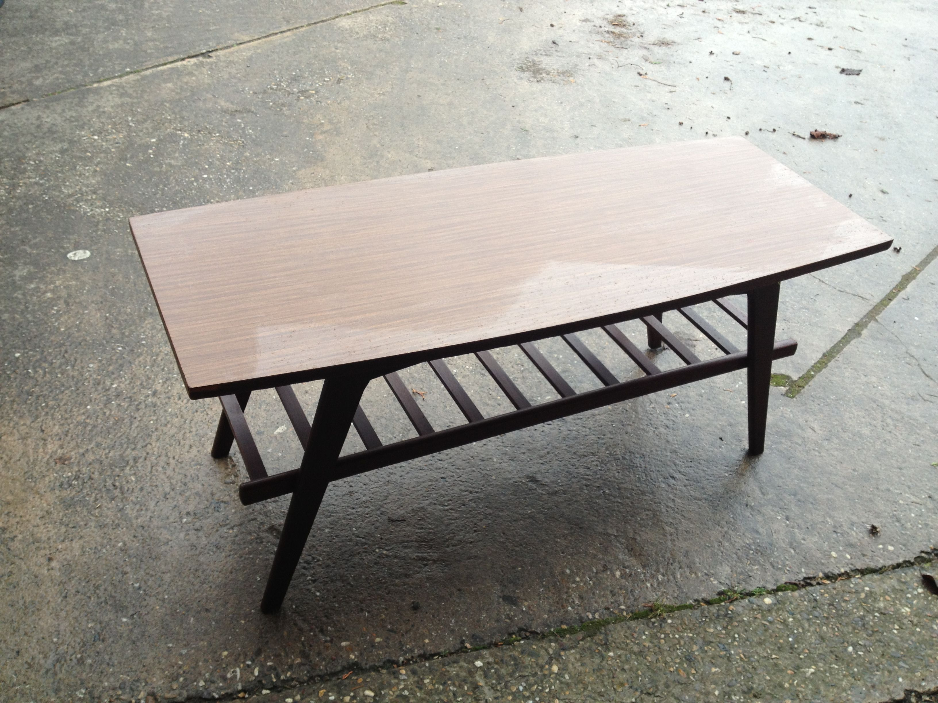 Deense stijl salontafel  side table uit de jaren 50 of