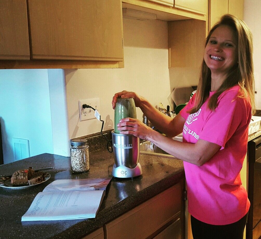 As an Americorps member serving at the local Boys and Girls Club I need sufficient energy and I also need to come up with creative ways to save money! Running out of milk this week inspired me to make my own oat milk with my new NUTRIBULLET Pro from Thrive Market!