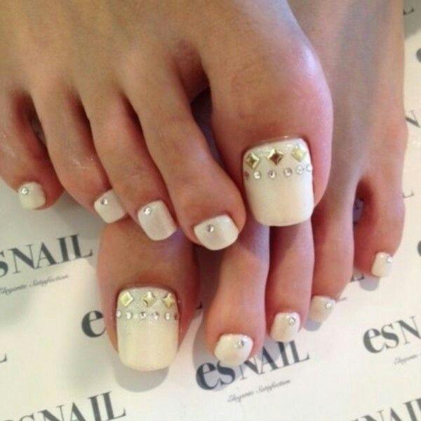 Gorgeous pedi, shame about the super long toe nail lol - Pin By νικοπουλου χρυσουλα On Νύχια Pinterest Pedi, Toe Nail