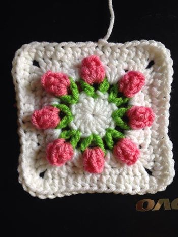 Rose Bud Granny Squares Get The Free Pattern Httpdearestdebi