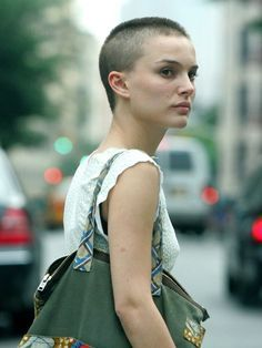Photo of Natalie Portman with out hair still hot