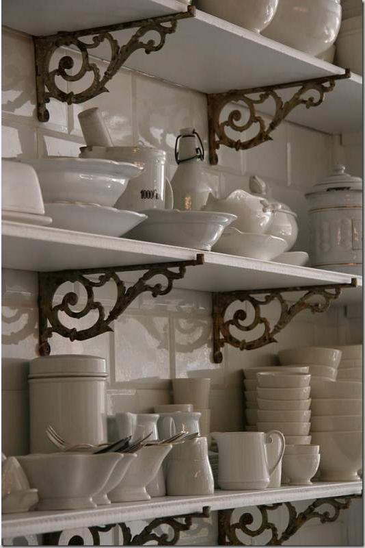 Love this open shelving ~