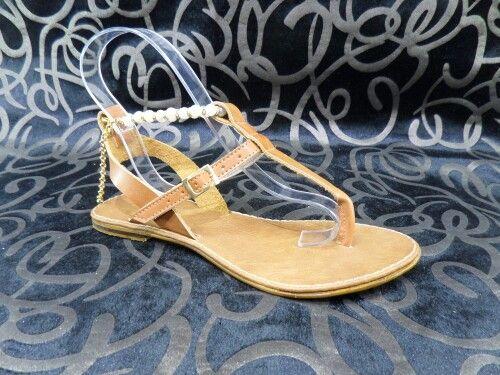 Sandalia plana para dama.