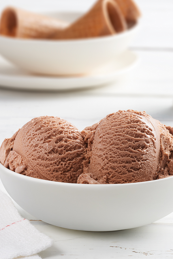 If You Consider Yourself A Chocolate Purist This Creamy Milk Chocolate Ice Cream Is The Choice For You It Chocolate Ice Cream Ice Cream Easy Ice Cream Recipe