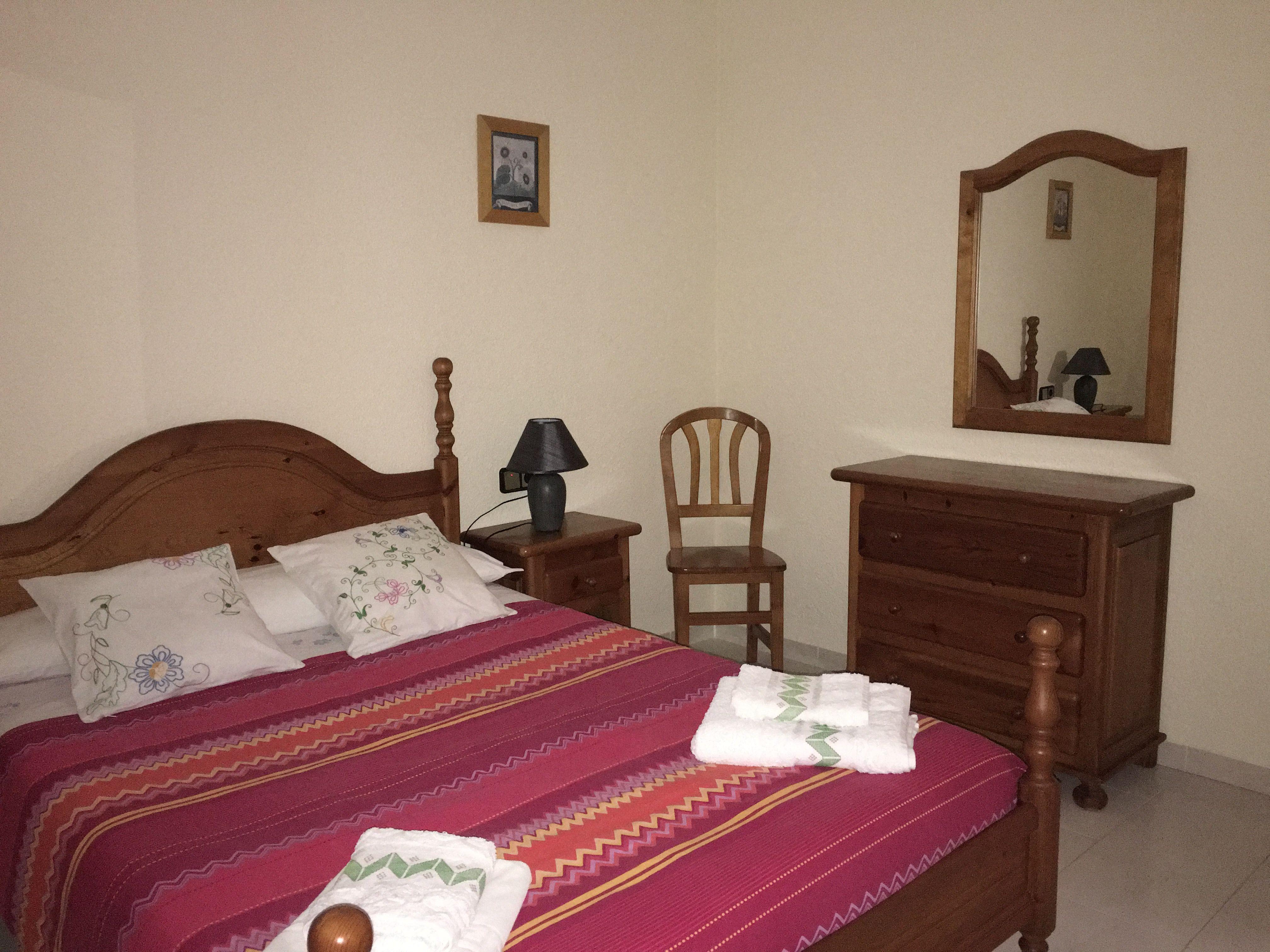 Habitación 5 armario y cómoda