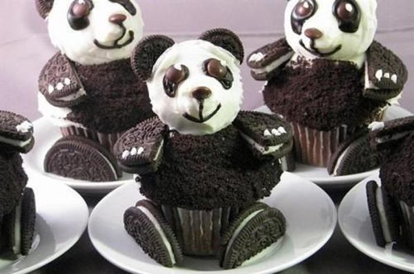 So cute! Maybe I could start making my own cupcakes for bdays....But I definately have to give these a try with the kids. Good treat to do together. :)