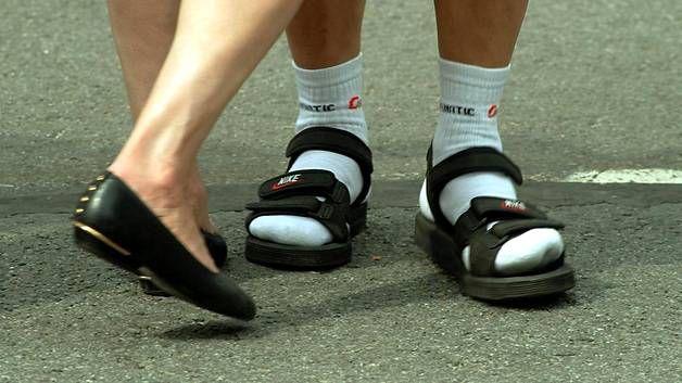 Sukat ja sandaalit vuonna 2002 Seinäjoen tangomarkkinoilla.
