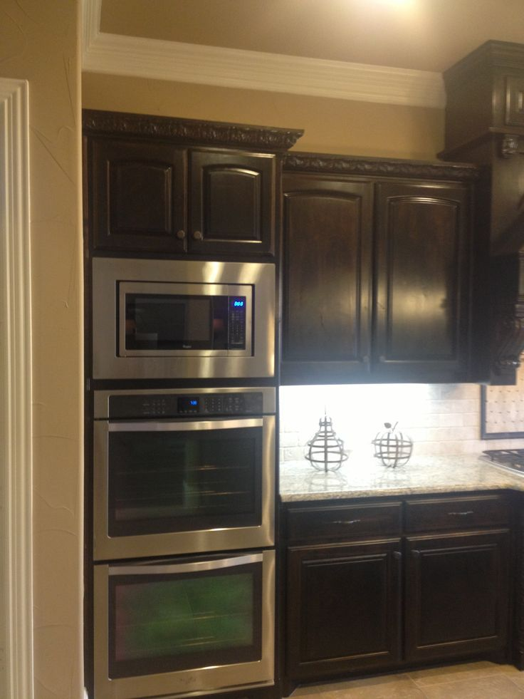 Double Oven With Upper Convection Feature And Microwave On Top