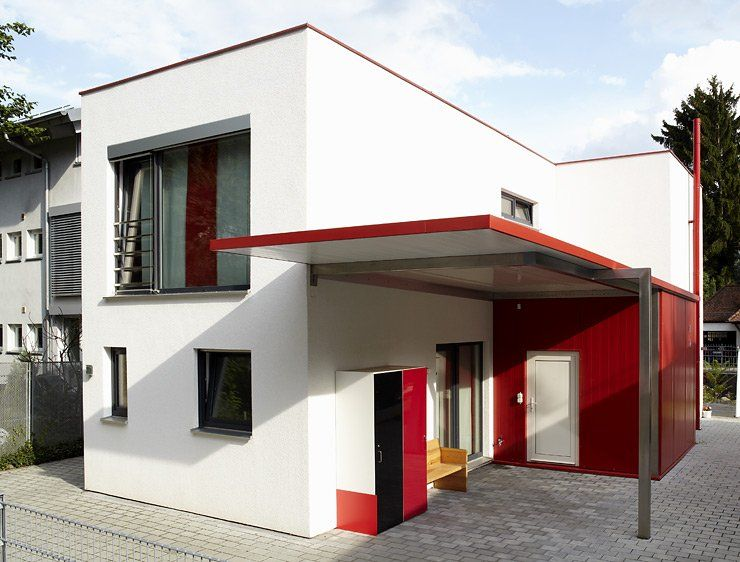hersteller fertighaus weiss fertighaus auf schmalem grund stadtvillen als fertighaus. Black Bedroom Furniture Sets. Home Design Ideas