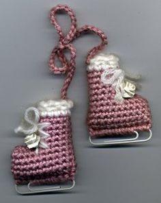 Patines de hielo en ganchillo.... ideal para el abrigo o el arbol de navidad.