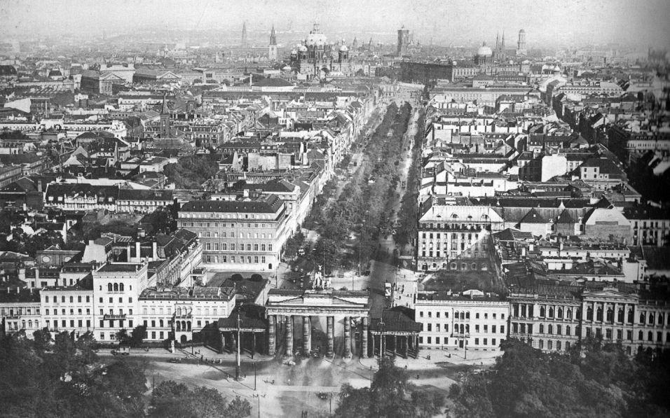 Luftbild Von Berlin Blick Uber Das Brandenburger Tor Richtung Stadtschloss 1930 Historische Fotos Historische Bilder Bilder