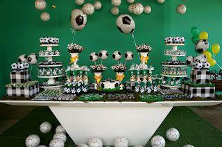 Decoração mais linda com o tema Futebol!!!Amei cada detalhe desta decoração....Festa decorada por Blog da Bagatelle.Lindas ideias e muita inspiração.Bjs, Fabíola Teles.Mais ideias lindas: Bl...