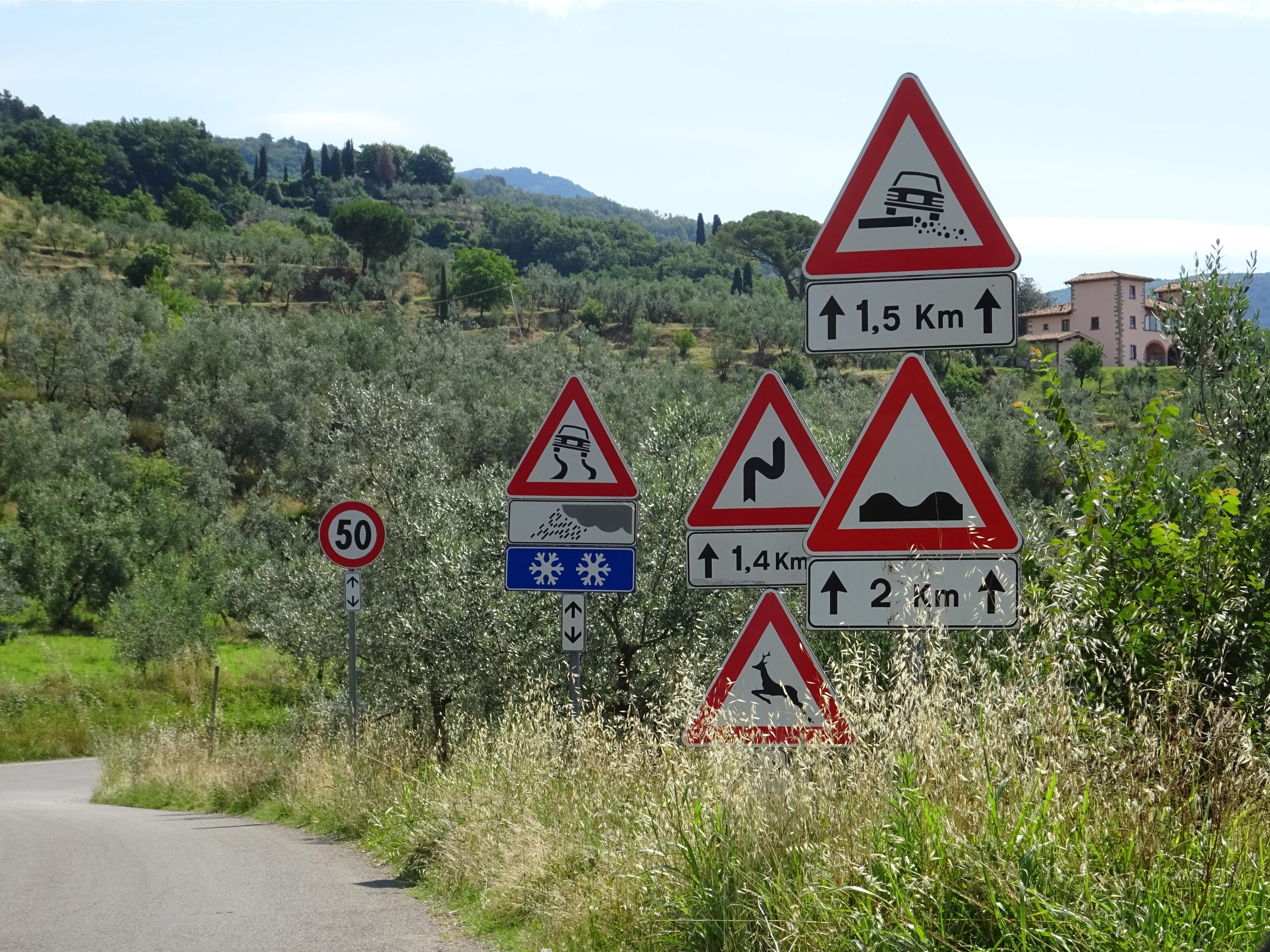 Jetzt wird es gefährlich...  #toskana #italien #schilderwald
