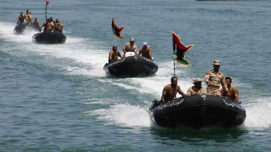 البحرية الليبية تنقذ 99 مهاجرا Boat Libya Vehicles