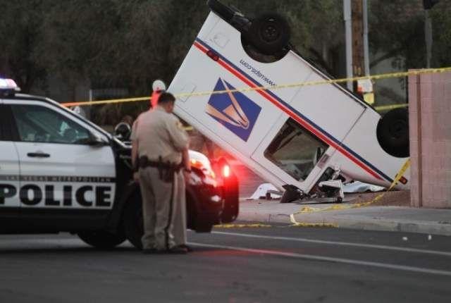 Video Las Vegas Mail Carrier Killed In 3 Vehicle Crash Postalreporter Com Vehicles Police Cars Crash